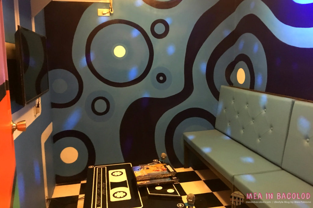 7-retro-ktv-bacolod-blue-ktv-room